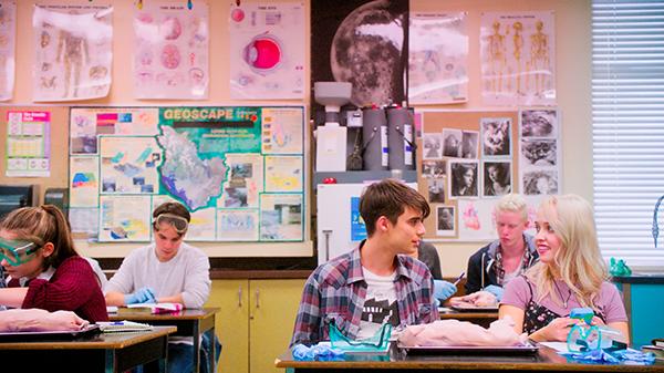 映画『リアム16歳、はじめての学校』ダニエル・ドエニー/シオバーン・ウィリアムズ