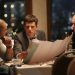映画『ハミングバード・プロジェクト 0.001秒の男たち』ジェシー・アイゼンバーグ/アレクサンダー・スカルスガルド/マイケル・マンド