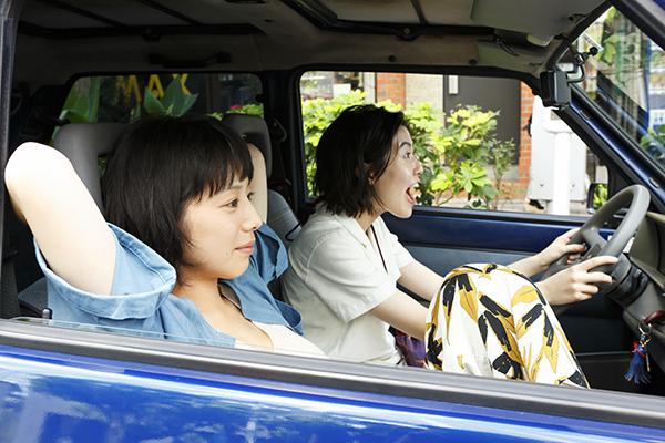 映画『ブルーアワーにぶっ飛ばす』夏帆/シム・ウンギョン