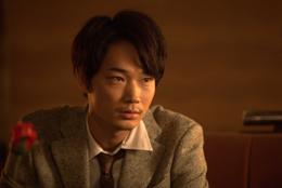 映画『夏の終り』綾野剛