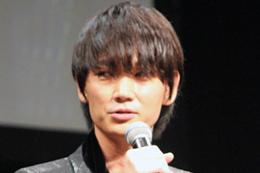 映画『パンク侍、斬られて候』完成披露舞台挨拶、綾野剛
