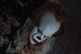 """映画『IT/イット """"それ""""が見えたら、終わり。』ビル・スカルスガルド"""