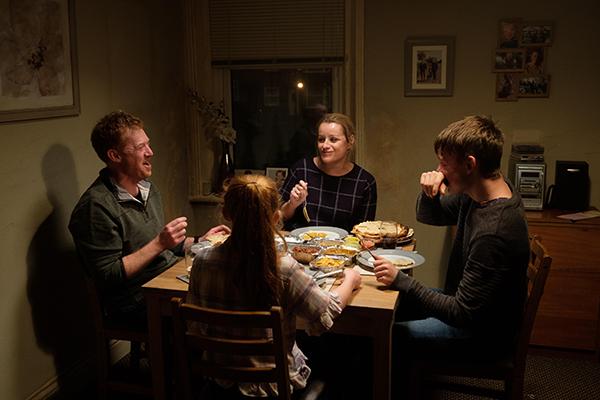 映画『家族を想うとき』クリス・ヒッチェン/デビー・ハニーウッド/リス・ストーン/ケイティ・プロクター