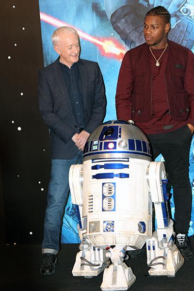 映画『スター・ウォーズ/スカイウォーカーの夜明け』来日記者会見:アンソニー・ダニエルズ、R2-D2(アールツーディーツー)