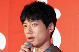 映画『at Home アットホーム』プレミアム試写会舞台挨拶、坂口健太郎