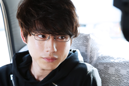 映画『残穢【ざんえ】―住んではいけない部屋―』坂口健太郎