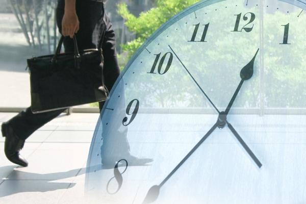 時計とビジネスマンイメージ写真AC