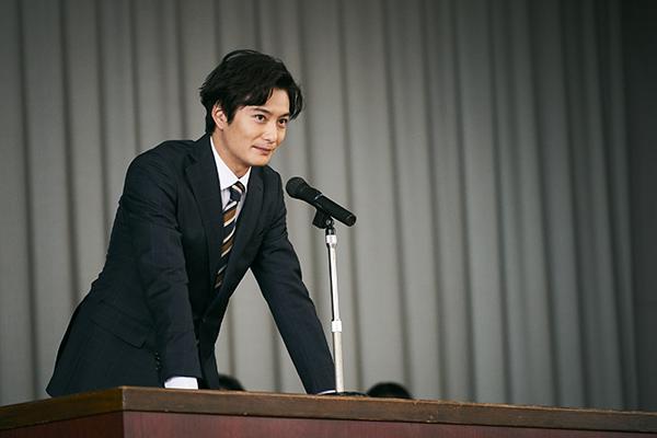 映画『星の子』岡田将生