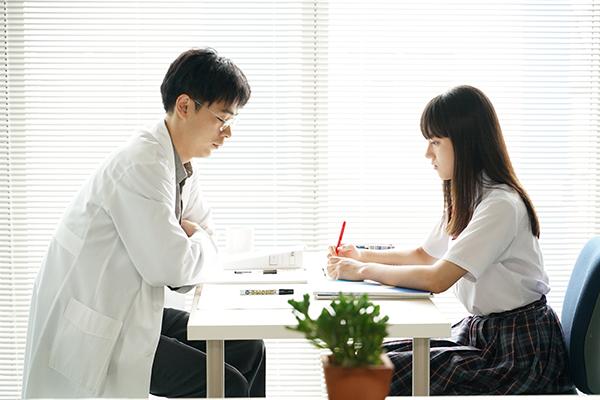 映画『まともじゃないのは君も一緒』成田凌/清原果耶