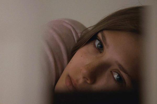 映画『マーサ、あるいはマーシー・メイ』エリザベス・オルセン