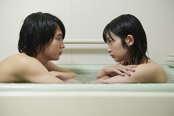 映画『うみべの女の子』石川瑠華/青木柚