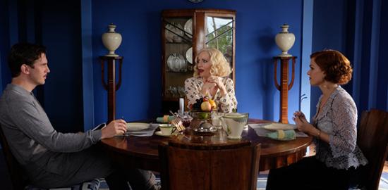 映画『ブライズ・スピリット〜夫をシェアしたくはありません!』ダン・スティーヴンス/レスリー・マン/アイラ・フィッシャー