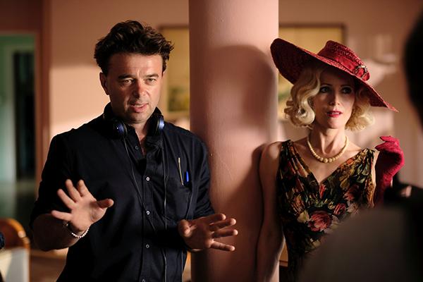 映画『ブライズ・スピリット〜夫をシェアしたくはありません!』メイキング、エドワード・ホール監督/レスリー・マン