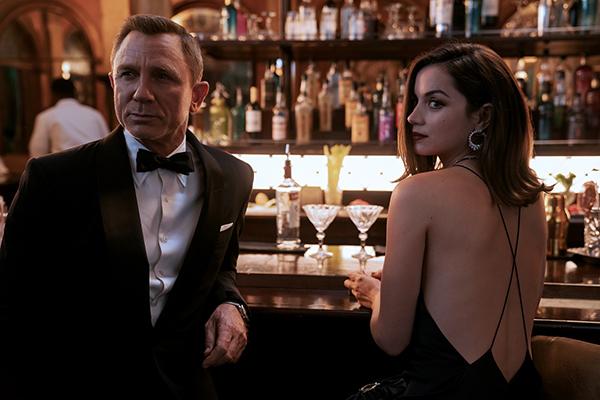 映画『007/ノー・タイム・トゥ・ダイ』ダニエル・クレイグ/アナ・デ・アルマス